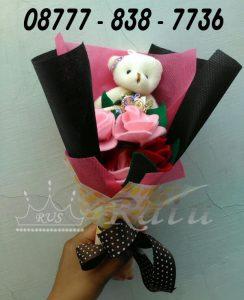 Hadiah Wisuda Bucked Bunga, Rangkaian Bunga